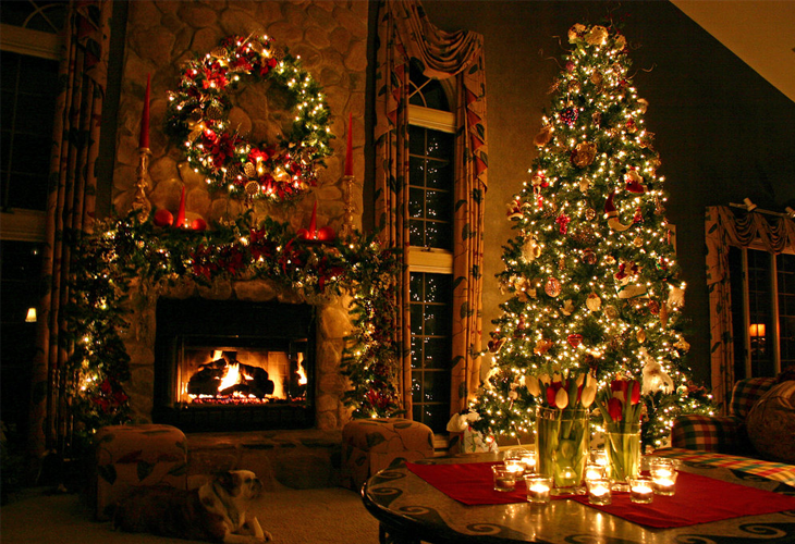 Christmas Tree Decorated Room.png