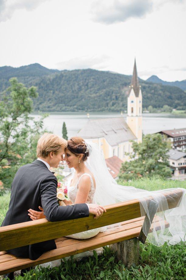 Hochzeitsfotos-auf-Insel-Wörth-im-Schliersee_0166.jpg