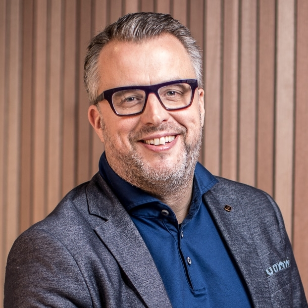 Thierry Lescrauwaet          Founder I CEO