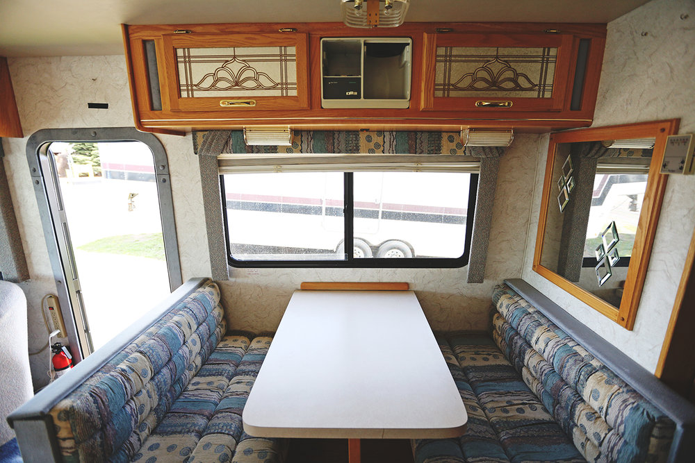 Serenica Landship: Kitchen table booth