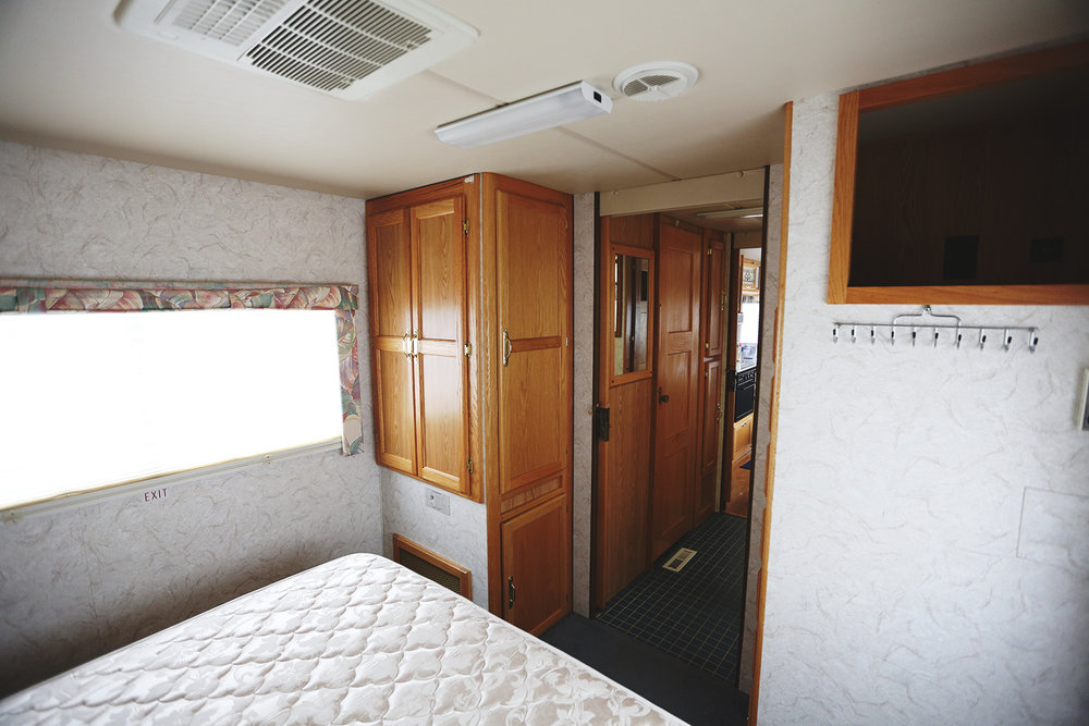 Serenica Landship: Bedroom (with a view to the bathroom suite)