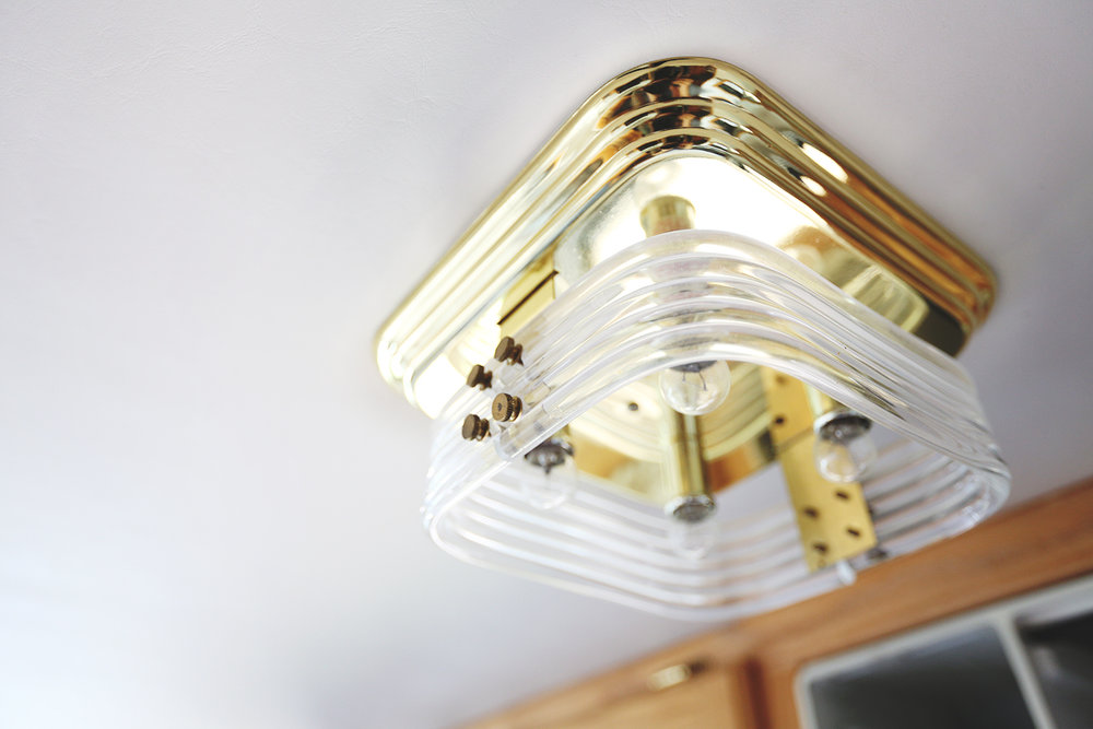 Serenica Landship: Light fixture over kitchen table // Detail