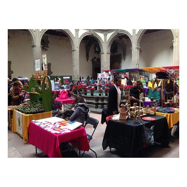 Lucid Bag por aí: feira de jovens empreendedores no Museu de Economia Interativa de Ciudad de México. #mexico #fashrev #slowfashion #consumoconsciente #modapracompartilhar #compredopequeno