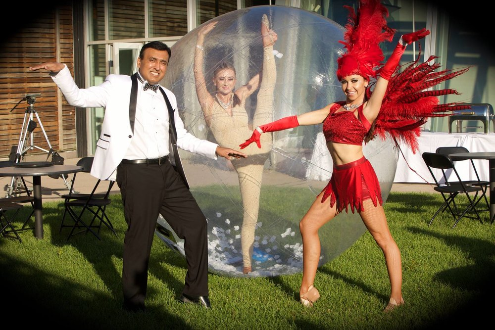 Bubble Acrobat Contortionist and Showgirl for 25th Anniversary Pequot Museum 6:18:16.jpg
