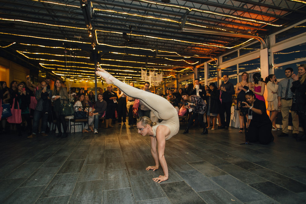 Hand balancer Contortion Olga big fake weddingOLLISTUDIO_0661AFTER.JPG