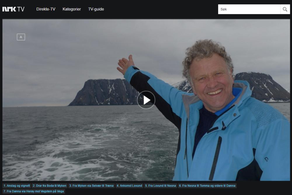 Vi følger Dag Lindebjerg på den 3500 km lange reisen fra den russiske grensen i Grense Jacobselv via 130 steder, til svenskegrensen i Kosterhavet. På denne etappen besøker Dag Lindebjerg mange flotte øy-samfunn ytterst på Helgelandskysten. I et fantastisk vær kjører han innom det entusiastiske folket på øyene Myken, Træna, Lovund, Tomma og Vega, på sin vei mot Brønnøysund.