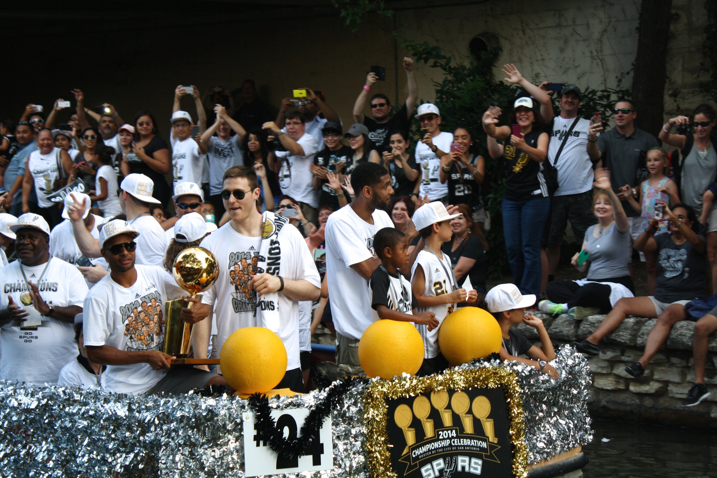 patty mills aron baynes tim duncan river parade