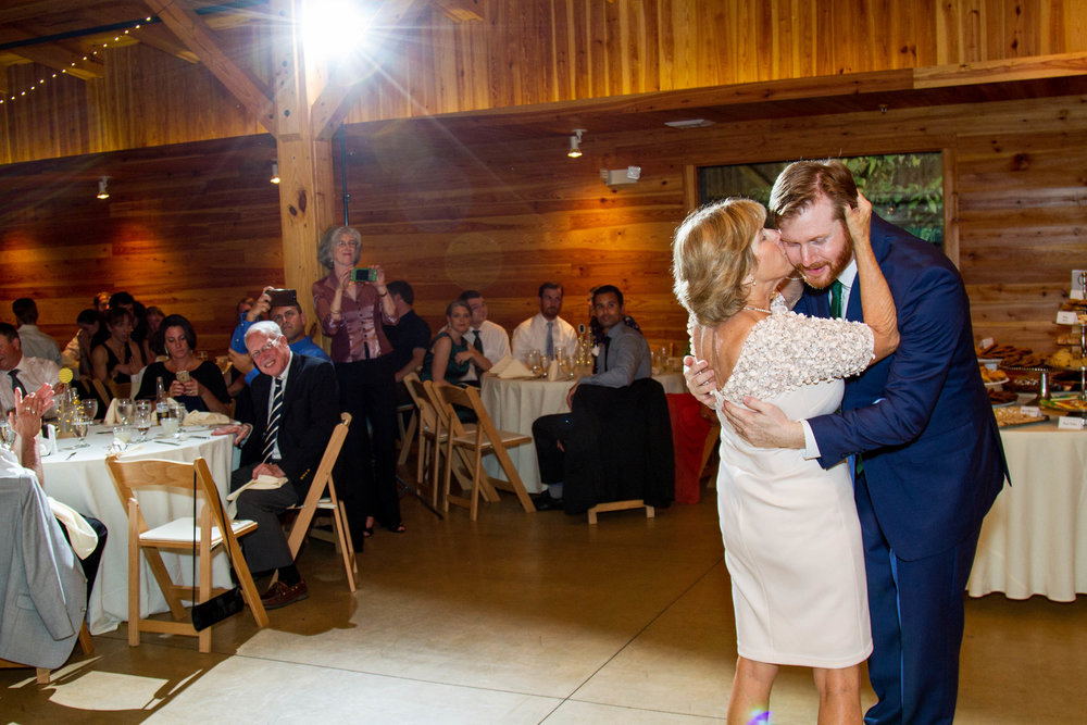 RVA-Wedding-at-Hanover-Tavern-By-Hunter-Henkel-Photography-048.jpg
