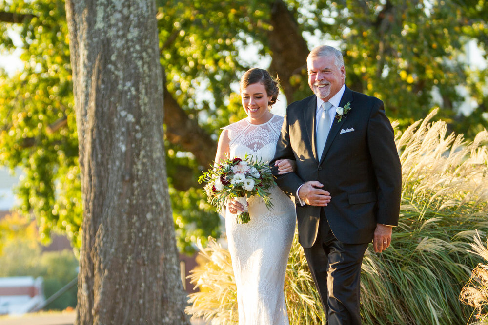 29-0289-Libby-Hill-Park-Wedding-By-Hunter-Henkel-Photography.jpg