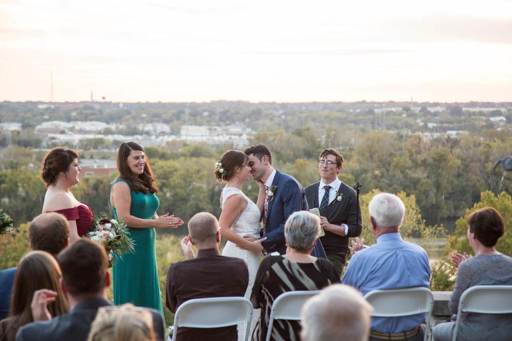 41-0374-Libby-Hill-Park-Wedding-By-Hunter-Henkel-Photography.jpg