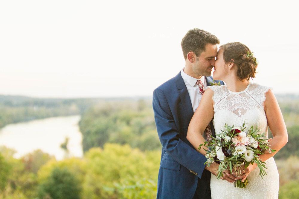 45-0392-Libby-Hill-Park-Wedding-By-Hunter-Henkel-Photography.jpg