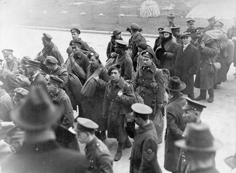 Canadian soldiers returning home to Toronto.