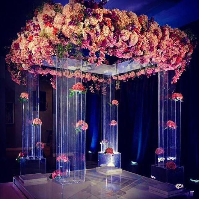 Most of the celebration inspiration that I post is for Mitzvahs but this Chuppah is so beautiful, I just had to share. 📸 via @townsleydesigns