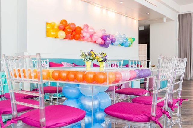 Obsessed with this table! So much fun! 📸via @plandesignevents  #batmitzvah #celebrationinspiration #tabletoptuesday #balloons #eventplanner