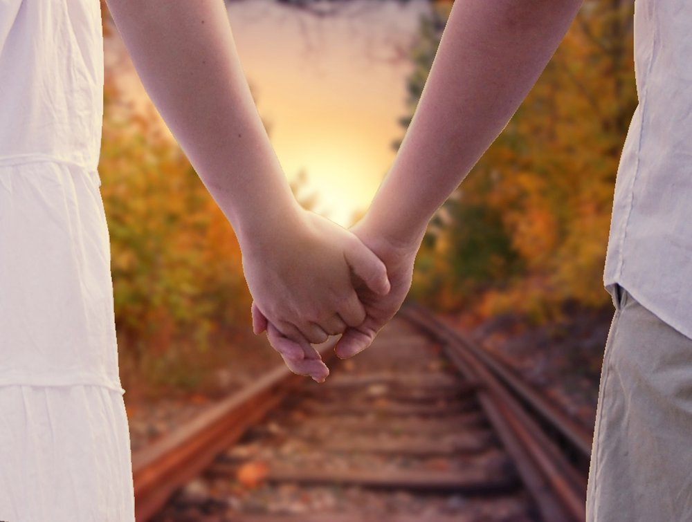 holding-hands-1772035_1280.jpg