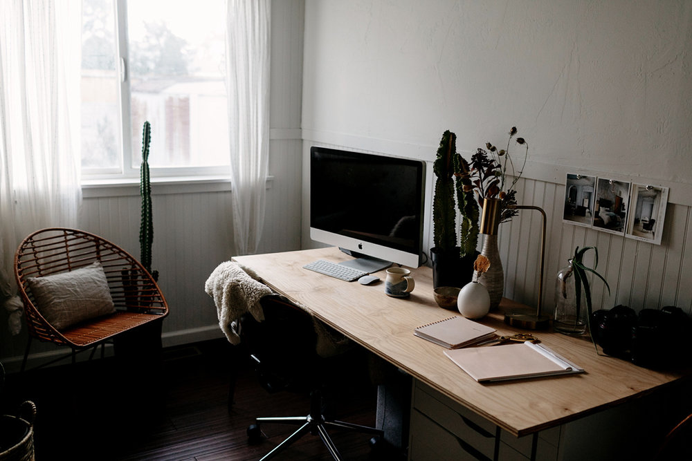 084-lifestyle-blog--office--workspace--work-from-home--blogger.jpg