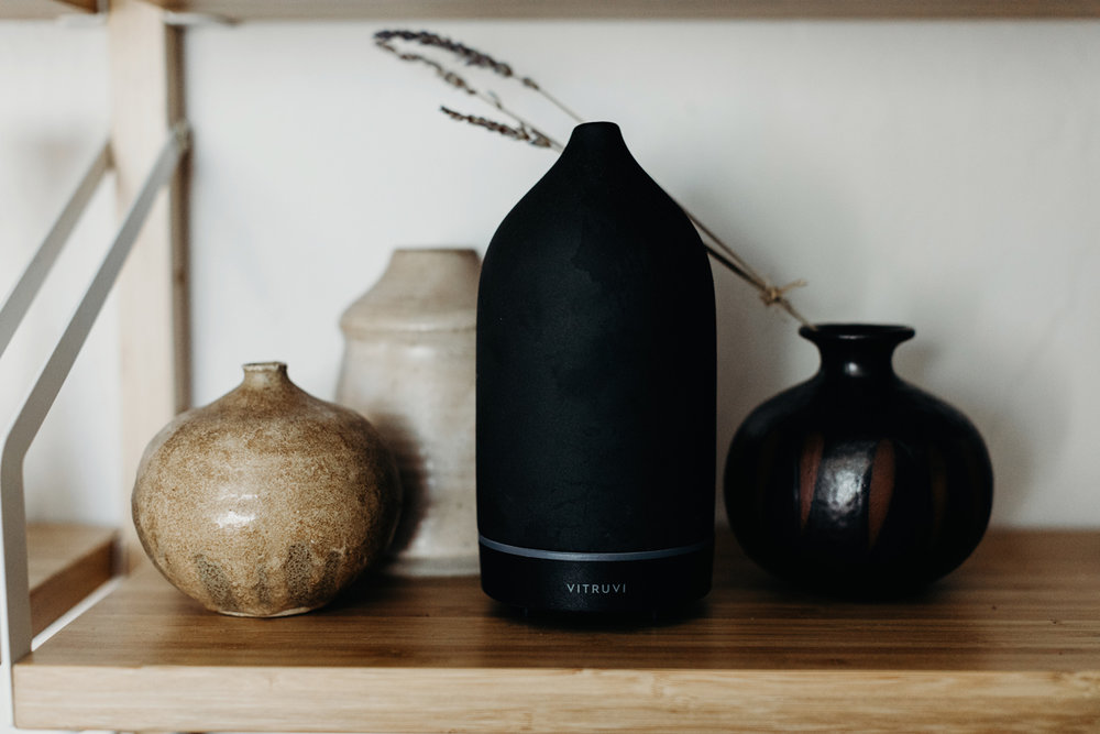 003-diffuser--vitruvi--essential-oils--lifestyle-blog--interior-design--prodcut-stylist.jpg
