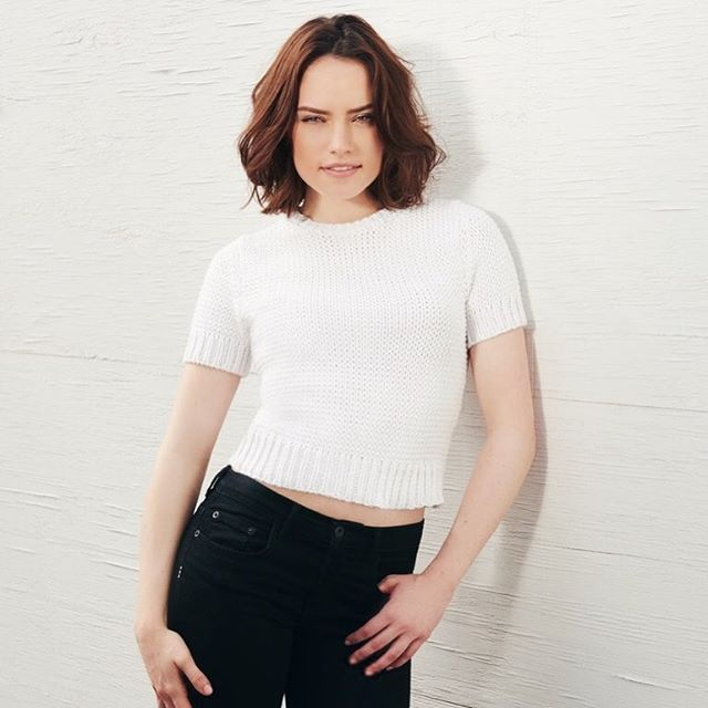 Daisy Ridley is our #wcw since we can't wait to see her in 'Star Wars: The Last Jedi' this weekend 😍 . . . . . #playsplish #daisyridley #starwarsthelastjedi #thelastjedi #starwarsmovie #starwarsfans