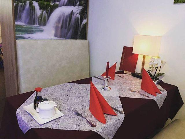 Neue Tischdekoration! Glaubst du nicht, sie würde es lieben, wenn du sie hier ausführst? 👫💏❤ . . . #wokandroll #wokandrollcelle #vietnameserestaurant #celle #hannover #amazingfood #love #couples #singlesarewelcometoo