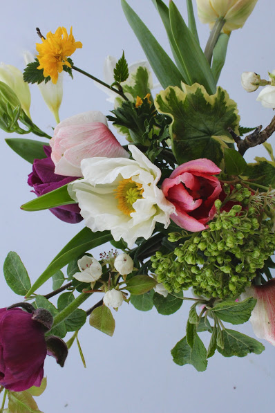 EASTER TABLE ARRANGEMENTS  - Learn to create a spring table arrangement with paper flowers and real local flowers for your Easter table!