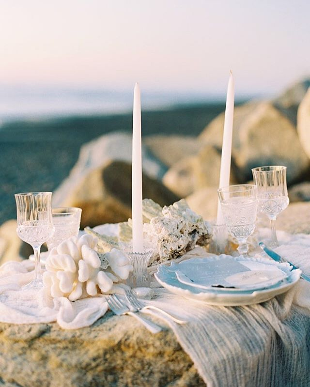 Elopement dinner for two by the sea 🌊 loved creating this beach side set up as recently seen on @greylikes w/ @archiverentals @pirouettepapercompany and @jordangalindophoto