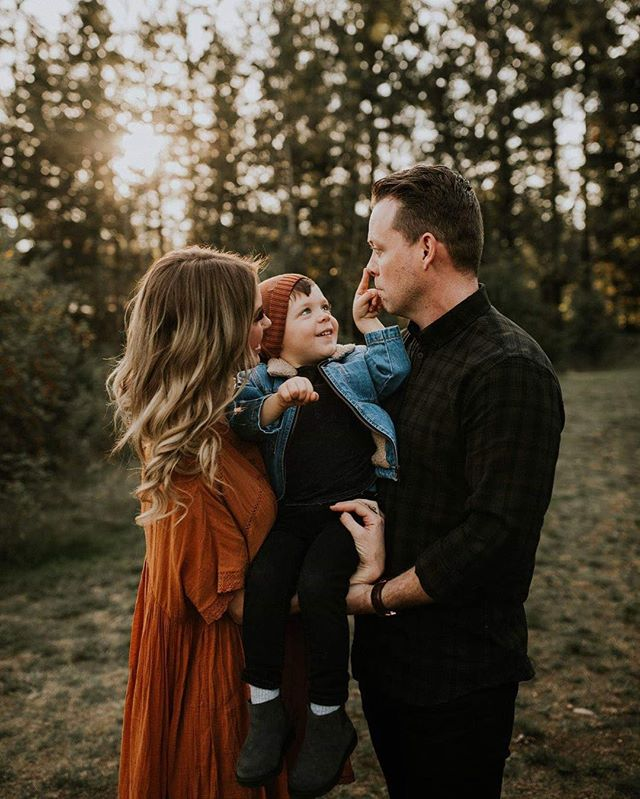 My friends and their beautiful families put a smile on my face! Also golden light, earth toned wardrobe choices, and burnt orange fall leaves ... speaking of which!, I have availability this Friday and Saturday evening for family shoots! Hit me up guys!  #bcweddingphotographer #familyphotography #vancouverfamilyphotographer #heyheyhellowmay #wildloveandadventures #perfectlycandid #momentsovermountains #candidchildhood #lookslikefilm