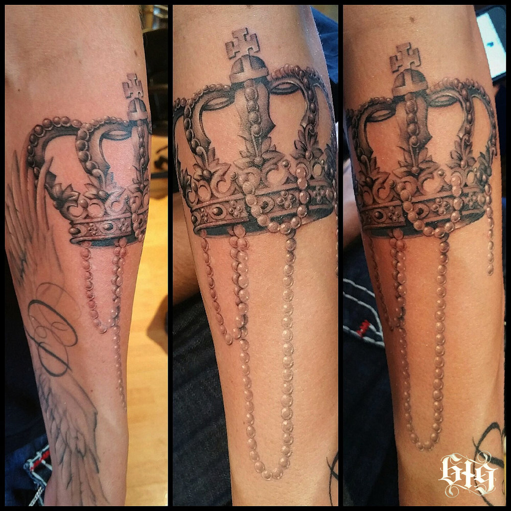 Kings Crown with a string of pearls in black and gray. Continuation to a full sleeve tattoo, work in progress.