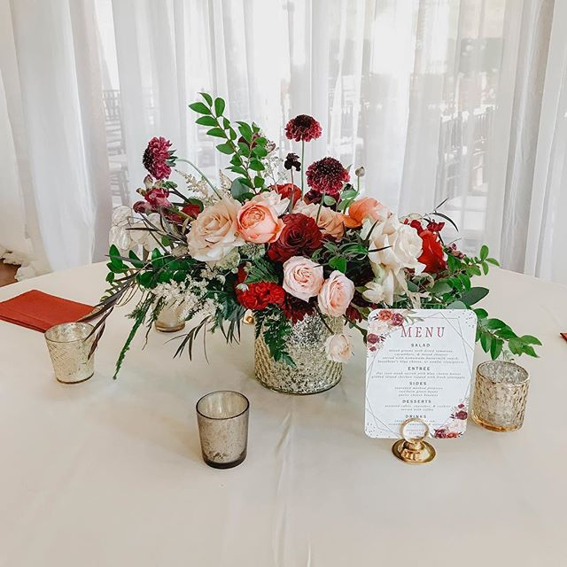 The most beautiful fall florals for the most beautiful fall wedding!! 📸: @shenglyphotography . . .  #eamweddings #styling #decor #floral #design #wedding #theengineroomga #industrialchicwedding #northgaweddingvenue #weddingvenue #weddingflorals #fallwedding