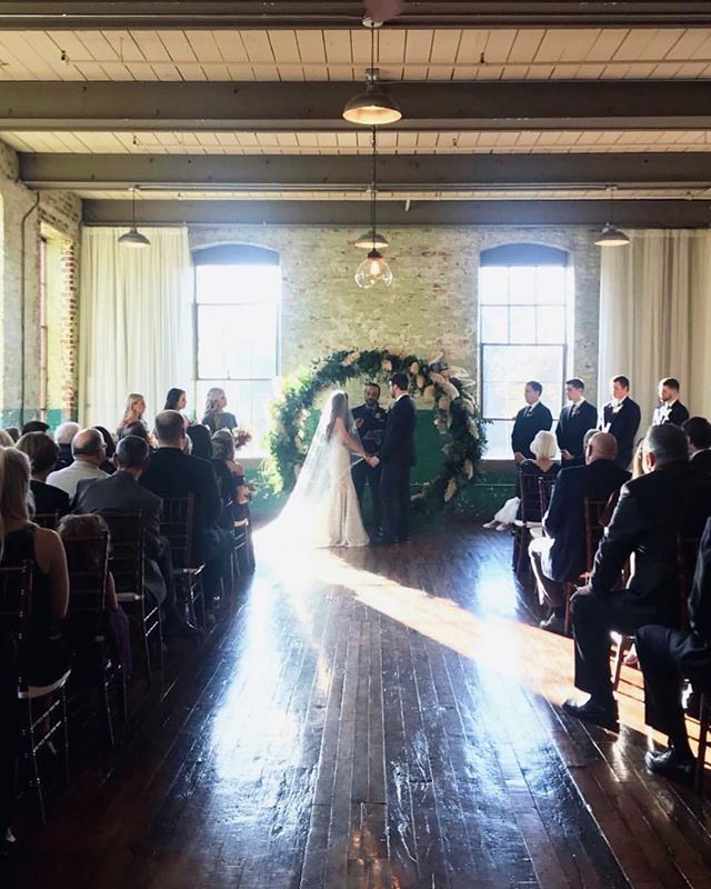 Go ahead and zoom in on that glorious, circular wedding arch!😍 So unique! . . . #weddingarch #wedding #weddingvenue #monroega #theengineroom