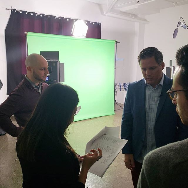 👀 We're on set with @getstigmazero and @5poundmedia working on our latest elearning to eradicate mental illness stigma. . . . . #mentalhealth #corporatelearning #pd #bellletstalk #elearning #edtech #instructionaldesign #changemakers @nikiniksta @roxannedes4ges