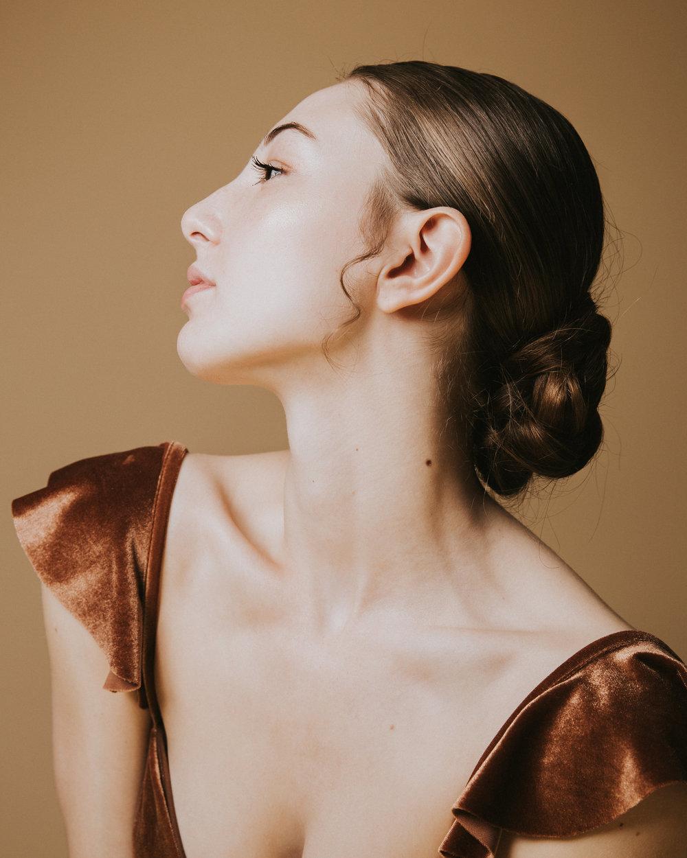 Lyndsey - Model Portfolio -