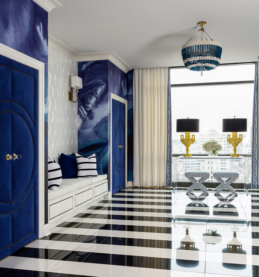 LITTLE ROCK BLUES Designer: Tobi Fairley Interior Design Photo: Nancy Nolan Photography