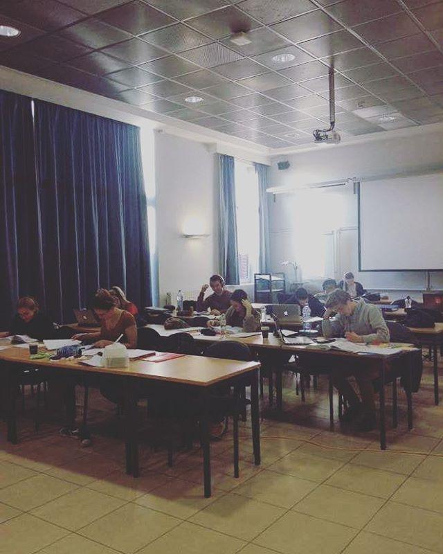 Ssst! Hier rijpt de kennis van onze Grimbergse jongeren! 📝📚 #studycraziness #blokkenblokkenblokken