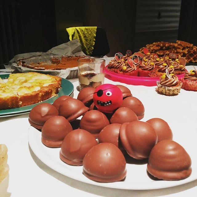 Desserts eten doen we graag en als het voor het goede doel is al zeker! 🍰 #curieusgrimbergen #rodeneuzendag