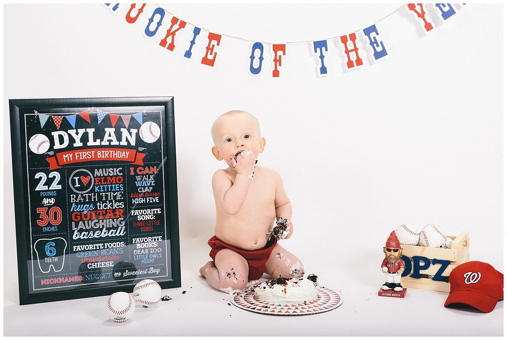 emily-belson-photography-smash-cake-dylan-15.jpg