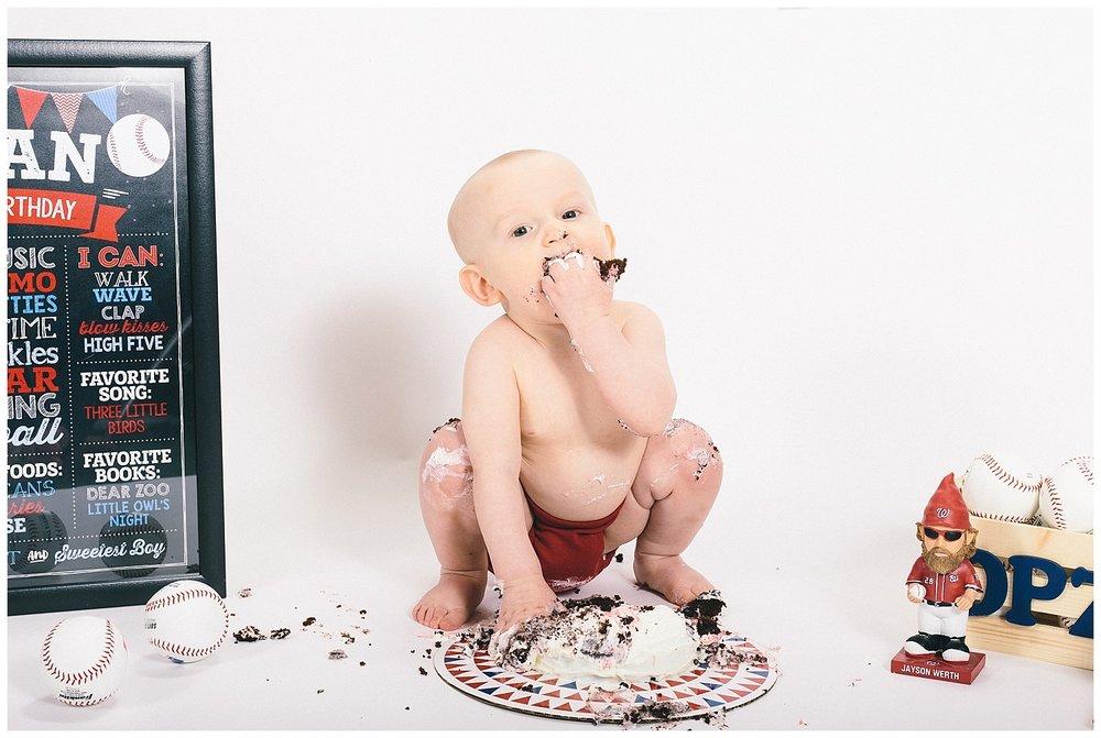 emily-belson-photography-smash-cake-dylan-18.jpg