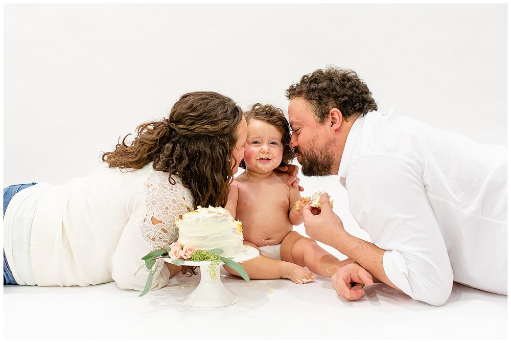 emily-belson-photography-washington-dc-baby-cake-smash-19.jpg