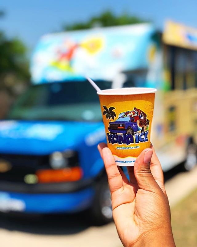 |#LastDayOfSchool| The best days of school are the First and the Last....especially with a carnival & @KonaIce !! Best part was I had no idea they let you pour your own flavor! ••••••••••••••• I may or may not have had 3. If I did, you can't prove it. 🙃  What's your favorite flavor combo!? I got Lime&Mango. 😋 #Summertime #SummerIsComing