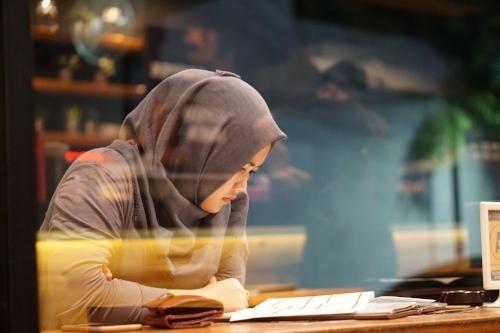 muslim-woman-reading.jpg