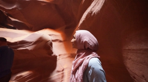 antelope-canyon-muslim-woman.JPG