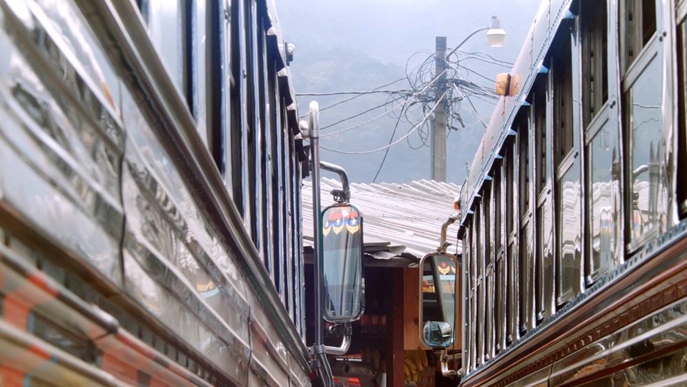 ParqueCentralStill_09_Busses.jpg