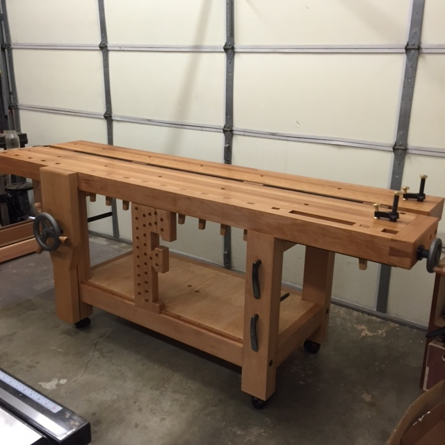 Workbench made out of solid beechwood.      Estimated weight: 600lb.