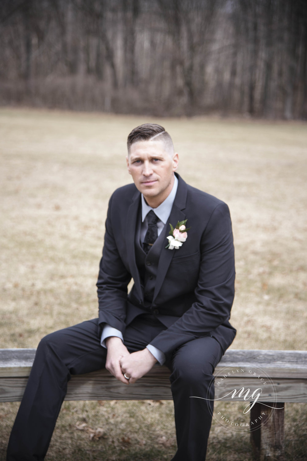 Michigan_wedding_photographer_grooms_portait_madelyn_grace_photography.jpg