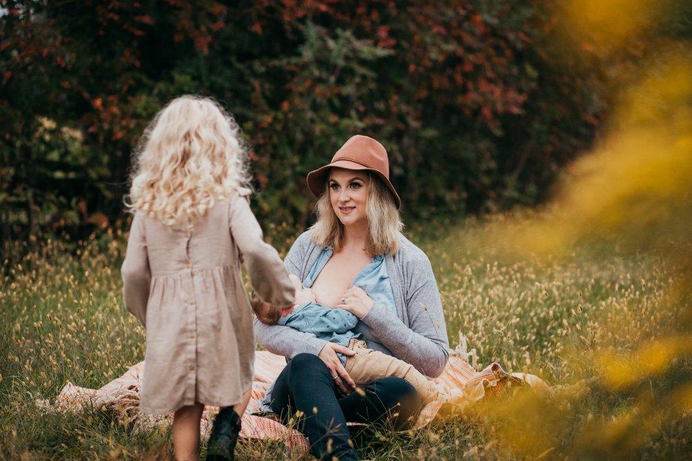 Philadelphia Breastfeeding Photographer _ Desiree Hoelzle Photography