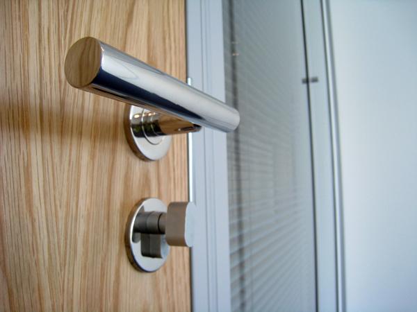 door-handle.jpg
