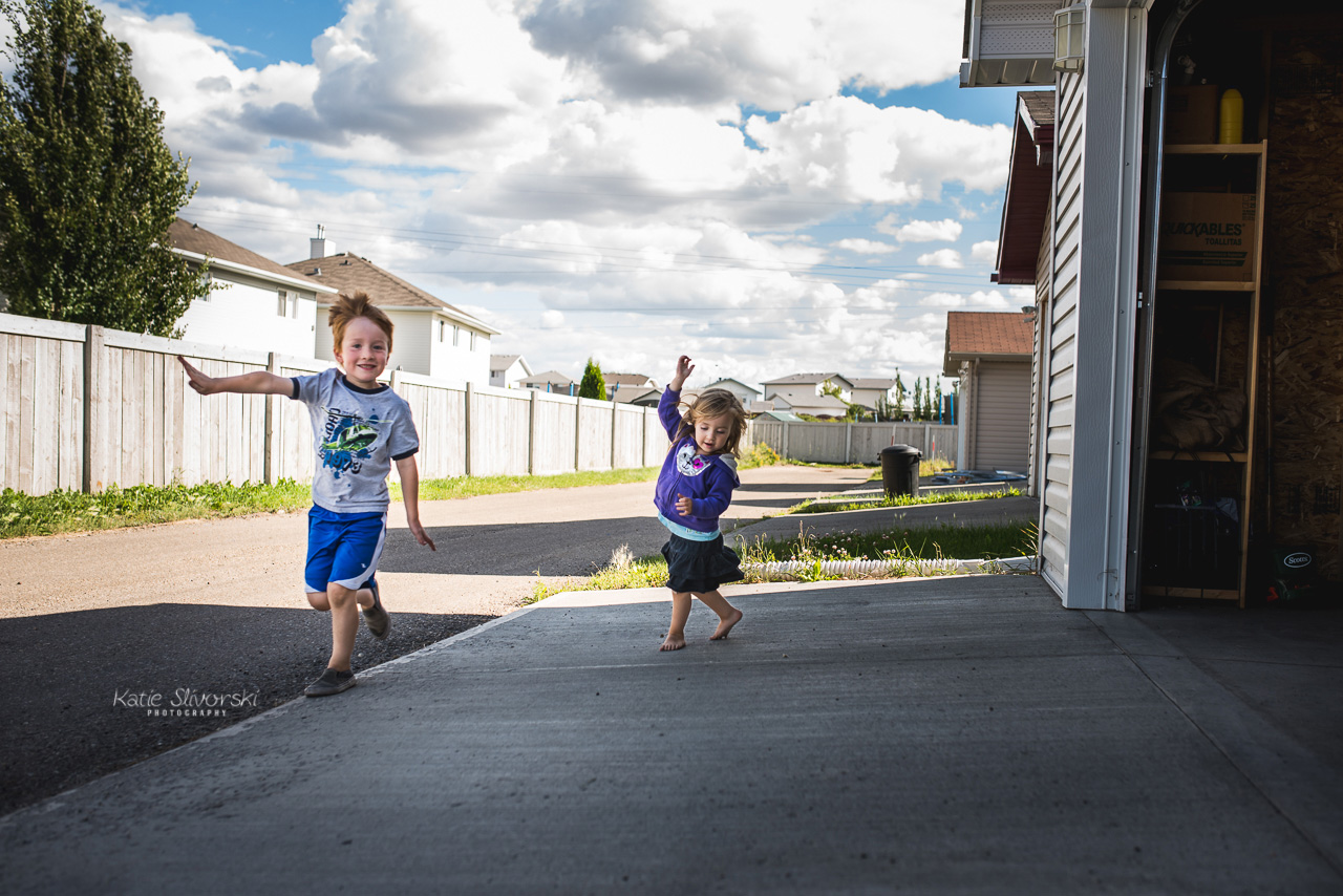 Edmonton family photography image of kids playing in an alley