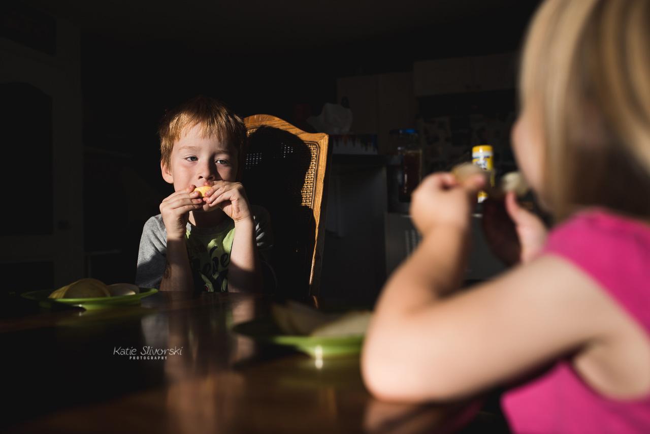 kids eating pears