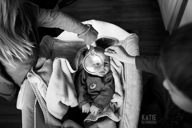 """I spy with my little eye...""⠀ ⠀ Catching up on editing some older work tonight. (Okay older in the sense that baby Grant is not quite 4 months old but this was taken in January, so that's older, right?) ⠀ ⠀ #magnifyingglass #siblinglove #ispy #candidchildhood #letthekids #yegphotographer #momsonoffset #teamnikon #kidsforreal"