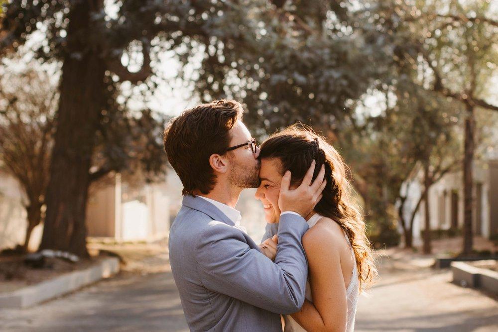 Hannah & john - Neighborhood Engagement Shoot