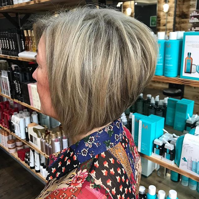 This multi-tonal blonde really adds depth to this graduated bob. More beautiful work by Becky. Remember we have our colour sale running throughout January-check out our blog on the website for details. . . . #reillydenholm #rdlancashire #beckyrdlancashire #blonde #bob #leigh #wigan #manchester #manchesterblogger